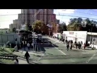 Скоростной поезд сбил мужчину в Петербурге.