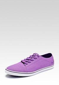 Как купить женские белые туфли на низком каблуке идет