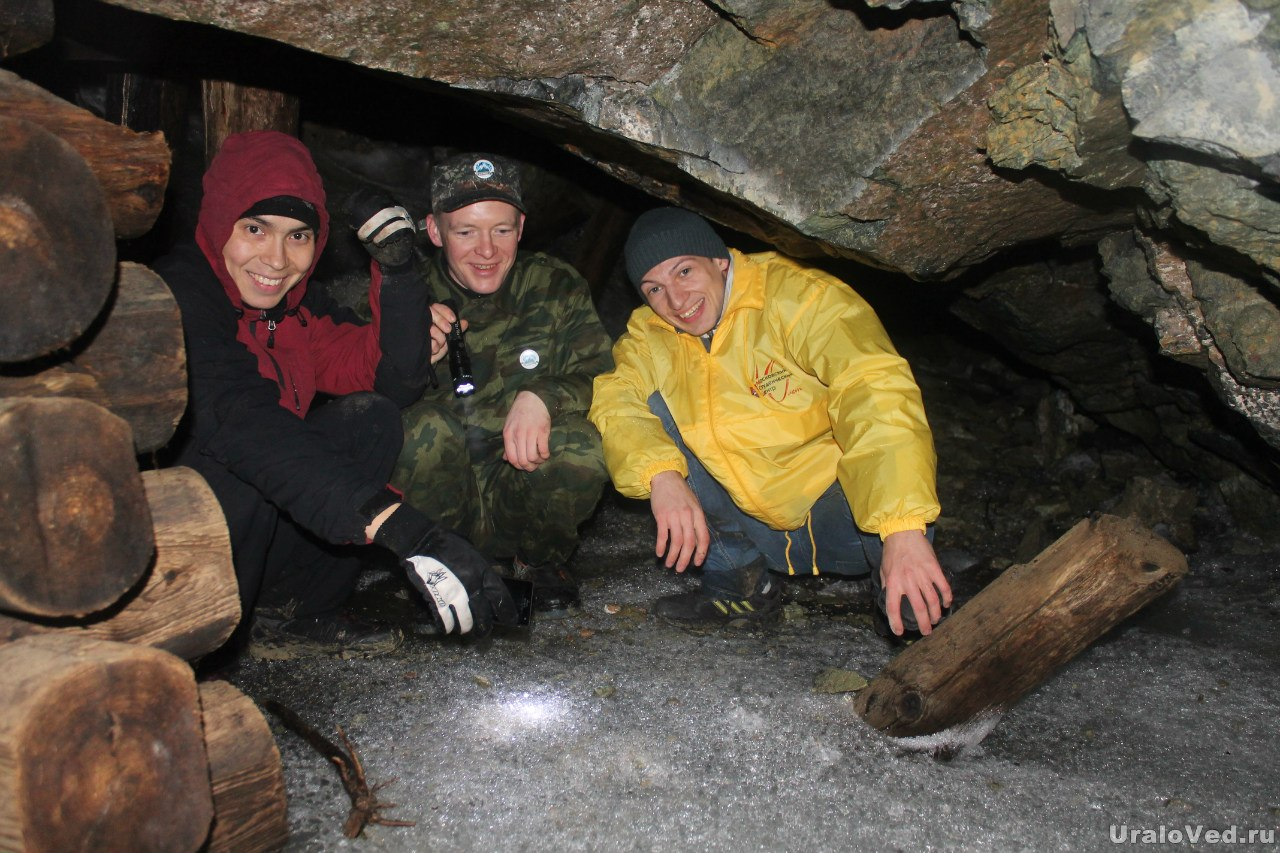 Внутри шахты лед