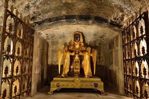 Подборка фотографий с реликварием головы Марии Магдалины, Сен-Максимен-ла-Сент-Бом, Франция