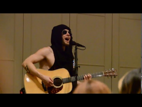 30 Seconds To Mars - Northern Lights (Jared leto) acoustic ROMA