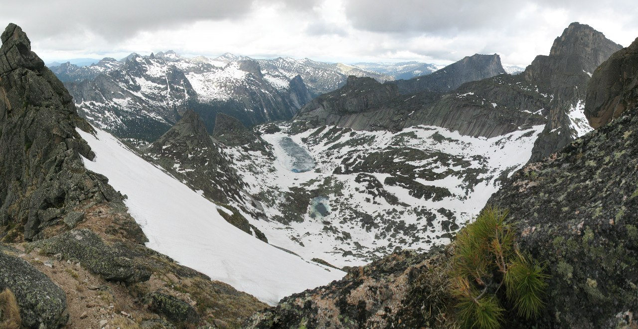 Панорама в сторону озера Горных духов с перевала Птица