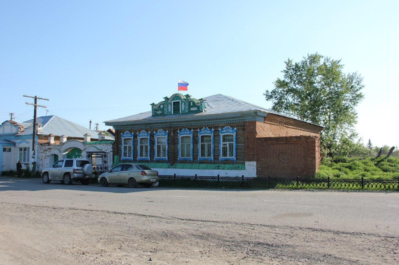Общий вид здания администрации (04.07.2014)