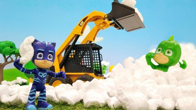Luna convierte todo en nieve. Video infantil de figuras de juguete.