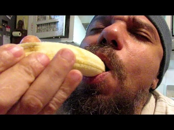 ASMR DO BLUEZAO COMENDO BANANAS D'AGUA