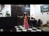 Восточный танец в вьетнамском костюме под вьетнамскую музыку, импровизация