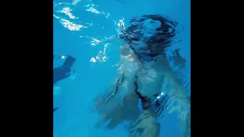 Сегодня учились нырять, Тёме понравилось!) пловец плавание бассейн sport swimming swim hocheyplayer hockey вода лёд i