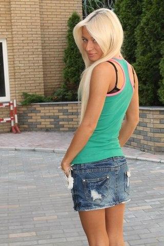 Девочки 18 летние в юбках