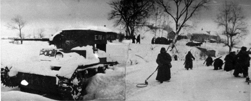 Хроника контрнаступления. В этот день 75 лет назад от немецко-фашистских захватчиков был освобожден город Руза и Рузский район. Немцы длительно готовили рубежи обороны, а Рузу превратили в укрепленный узел. Взять город с первого удара не удалось. Начались затяжные бои, которые завершились победой Красной Армии. На территории Рузского района погибло более 13 тысяч советских воинов, город был сожжён и разграблен #контрнаступление #75лет #нашеподмосковье