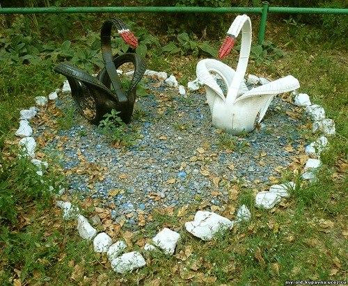 Самой распространенной поделкой из старой покрышки является лебедь.  Его и сделать не сложно, и получается очень...