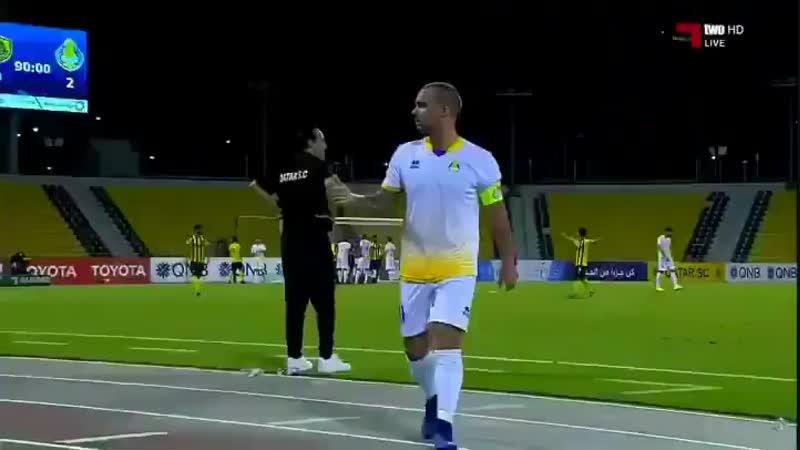 Kırmızı kart gördükten sonra oyundan çıkan Wesley Sneijder - Bu buradaki son maçım diye bağırdı