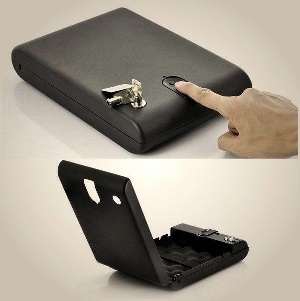 Небольшой сейф со сканером отпечатков пальцев -