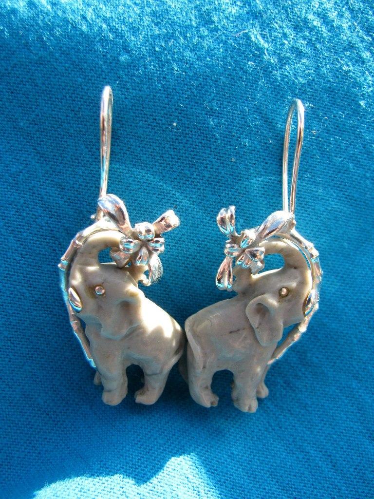 Готовые слоники-сережки из березовского кремния.