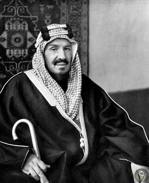 Как в Саудовской Аравии нашли нефть Первого мая 1939 года король ибн Сауд с соответствующей случаю торжественностью повернул вентиль, пустив нефть из Саудовской Аравии. Поиски воды В 1925 году