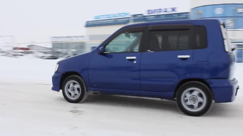 2000 Ниссан Куб Z10. Обзор (интерьер, экстерьер, двигатель)
