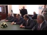 Рашид Темрезов поздравил Рауля ХАджимба с вступлением в должность президента Абхазии