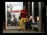 реклама фильма / розыгрыш с куклой Чаки на остановке