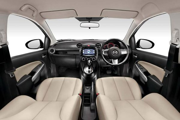 Mazda Demio на коже