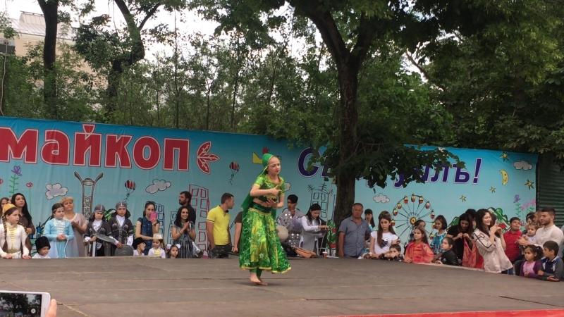 Закирова Регина - Индийский танец