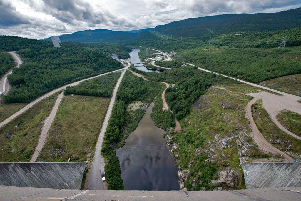 Шедевр гидротехники - плотина Дэниэл-Джонсон на реке Маникуаган (Канада)