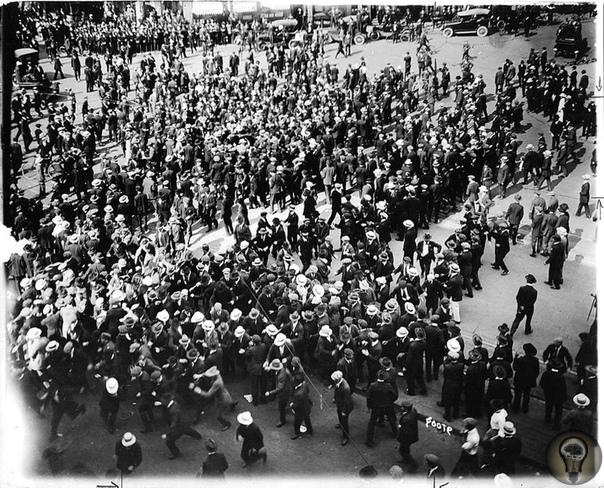 Канада в 1919 году: бунт, не ставший революцией События 1917 года в России напугали правительство Канады. И когда «полыхнуло» в Виннипеге, газеты закричали: «Большевики захватывают Канаду!»