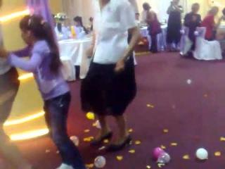 2013 Baba beata danseaza Dansul Pinguinului