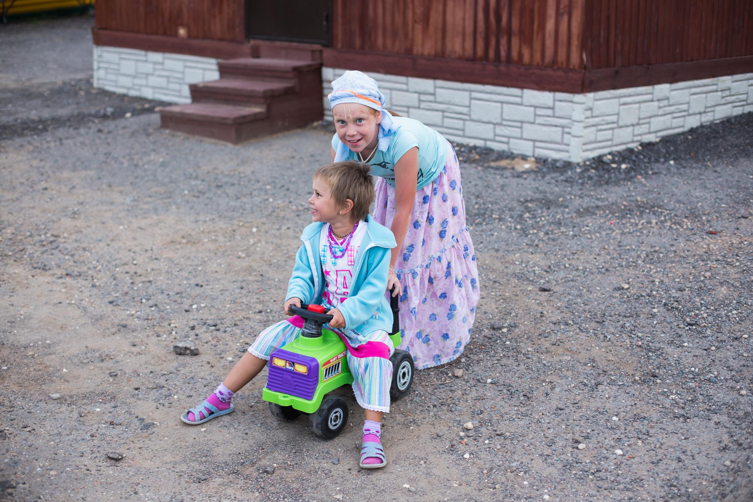 Дорогие преданные, едущие на фестиваль Шраванам Киртанам в Афонино с детьми!