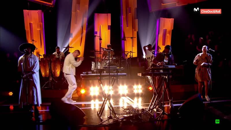 Jungle - Heavy, California / Smile (Later... with Jools Holland 53-06 - 2018-10-30)