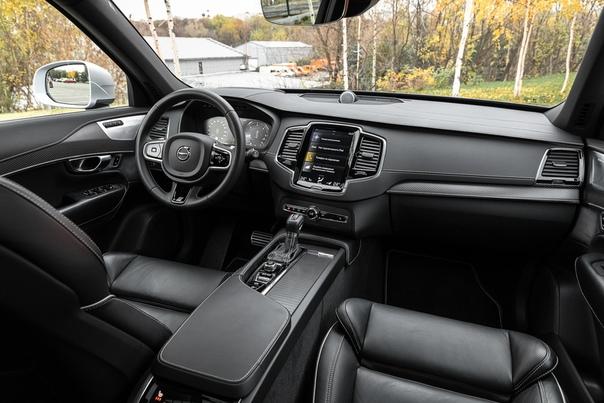 Новый «Туарег» против Volvo XC90: кто круче Volkswagen и Volvo толкуют литеру R одинаково, обозначая ей задекорированные «под спорт» крутые версии больших кроссоверов. Вот только формат и