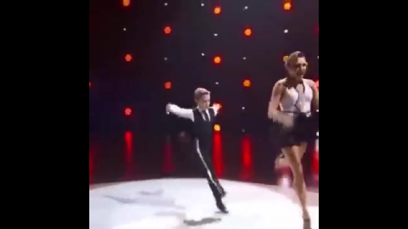 ПРОСТО СУПЕР! Танцуют мама и сын
