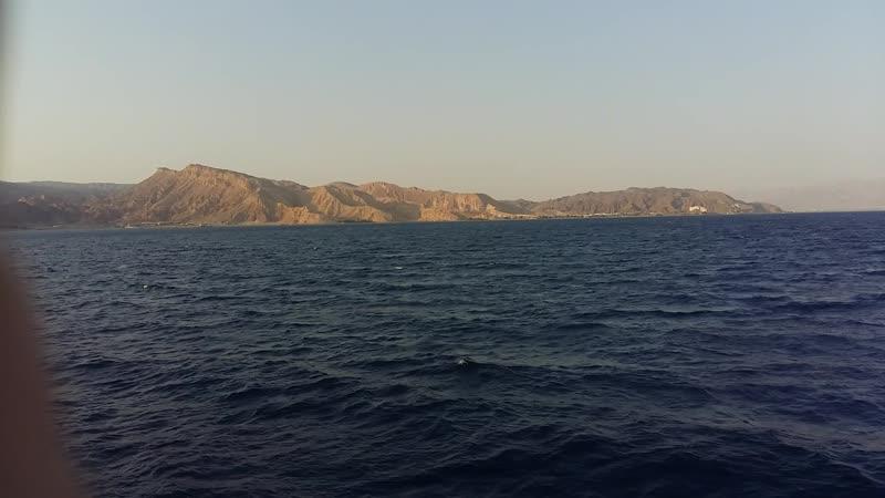 Нейтральные воды с видом на: Египет, Иорданию, Израиль, Аравию.
