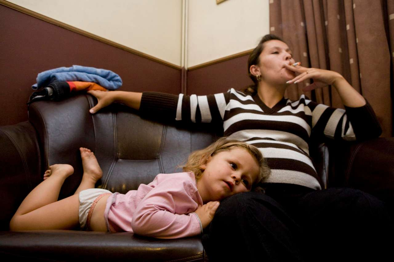Фото друг ебет маму и тетю, Сын трахает маму друга в его доме Похожие фото 19 фотография