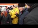 В Усть Катаве стихийный митинг Рабочие вагоностроительного завода недовольны низкой оплатой труда