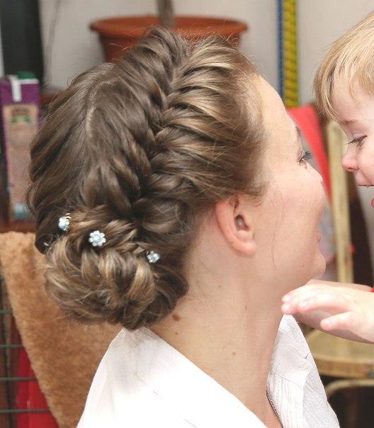 праздничные прически из кос на длинные волосы видео