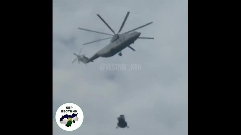 Транспортировка Ми 171А2 совершившего неудачную посадку на Эльбрусе