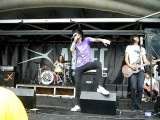 Breathe Carolina - I.D.G.A.F.    Warped tour 2010 Ventura