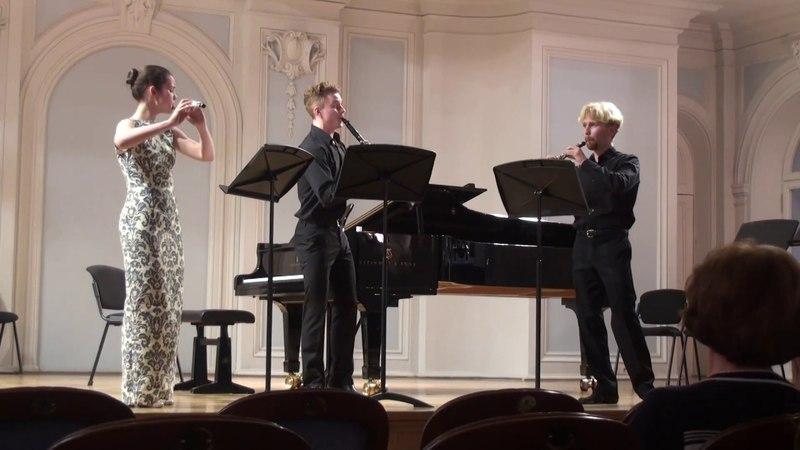 М Арнольд Дивертисмент для флейты гобоя и кларнета op 37