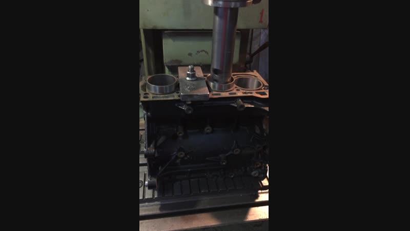Гильзовка блока VW TIGUAN - 3 этап - Подрезка гильзы в цилиндр.