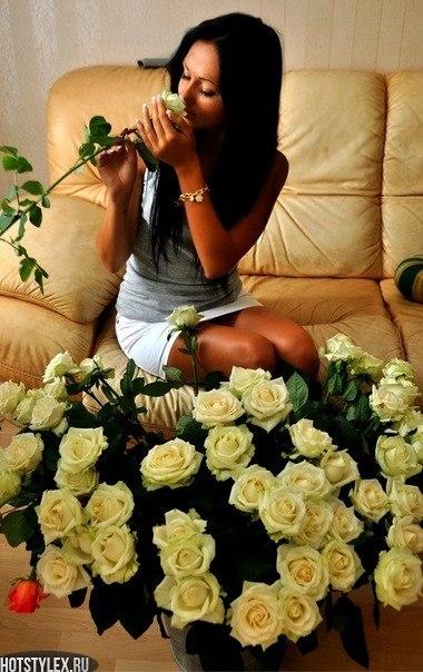 Фото брюнетки с цветами зимой