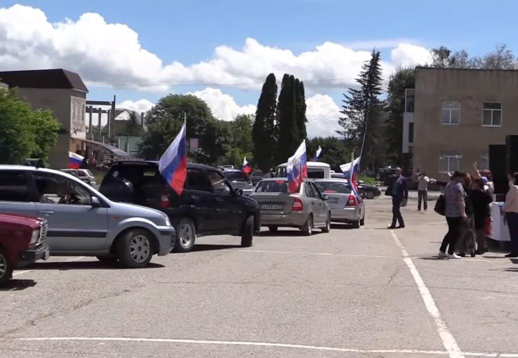 В Зеленчукском районе прошел автопробег посвященный Дню России