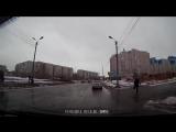 Чуть не сбили девочку на ул. Дмитриева (17.11.2017)