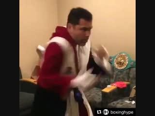 Старичок Оскар Де Ла Хойя показал бой с тенью и что он еще могит в боксе