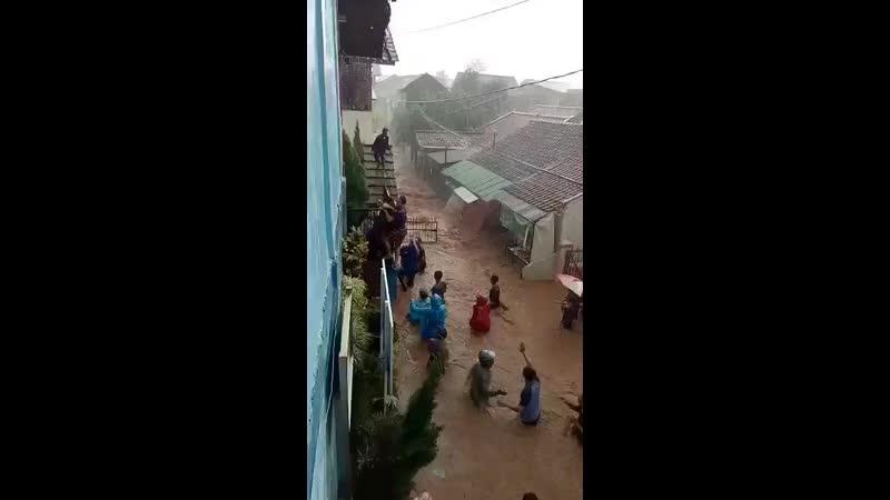 Reportan criticas inundaciones en Indonesia