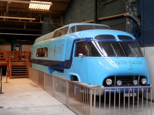 Superbus Pathé-Marconi. Передвижная студияСтудия была создана в 1951-1952-м гг. дизайнером Филиппом Шарбонне по заказу французской звукозаписывающей студии Pathé-Marconi. При создании студии