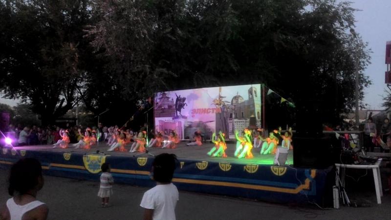Веснушки с одноименным танцем на праздновании юго западного жилого района г Элисты 2018