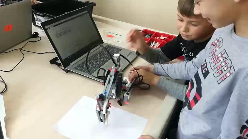 школа робототехники Роботенок Рисующий робот.mp4