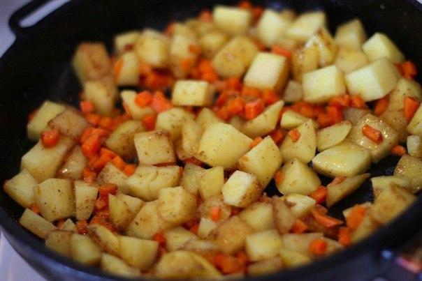 чечевичный суп что нужно: чечевица 450 г;вода 1,5 л;масло сливочное 150 г;картофель 4 шт;морковь 2 шт;перец черный 1/2 ч.л.;асафетида 1 ч.л.;кориандр 1 ч.л.;соль 2 ч.л.;лавровый лист 1 шт;что