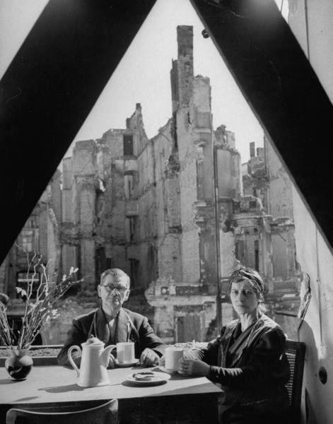 Обед в Берлине, май 1946 года. Фотограф: Walter Sanders.