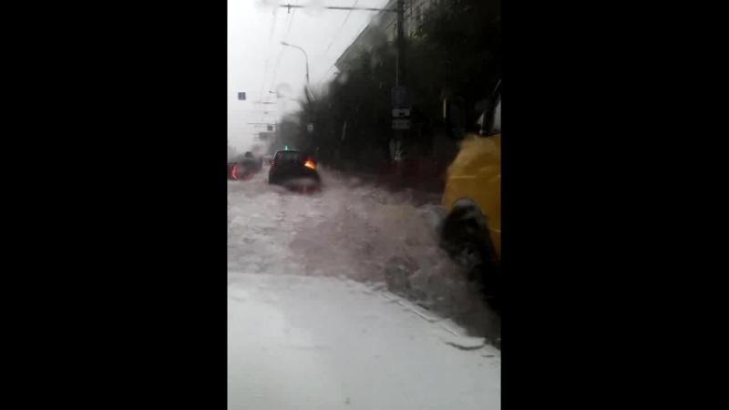 VID_2018.07.15_пришёл долгожданный дождик в Волгограде