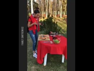 Василисочка на выездном пикнике :)